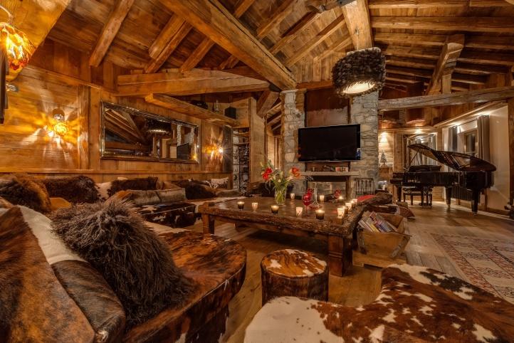 chalet-lhotse-piano-lounge.jpg